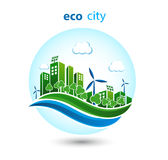 Grüne eco Stadt mit Privathäusern, Plattenhäuser, Windkraftanlagen Lizenzfreie Stockfotografie