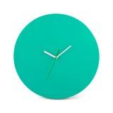 Grüne einfache runde Wanduhr - Uhr lokalisiert Lizenzfreie Stockfotos