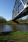 Grüne Eisenbahnbrücke Stockfotografie