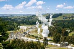 Grüne Energie - geothermisches Kraftwerk lizenzfreies stockfoto