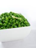 Grüne Erbsen mit Butter Stockfotos
