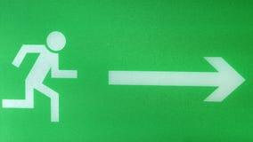 Grüne Farbe des Fluchtwegzeichens stock footage