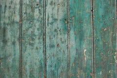 Grüne Farbenschale von der Holzoberfläche Lizenzfreies Stockbild