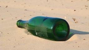 Grüne Flasche stock footage