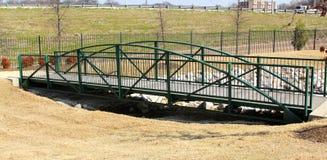 Grüne Fuß-Brücke stockfotos