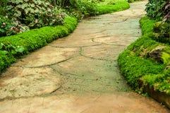 Grüne Garten- und Wegweise stockbilder