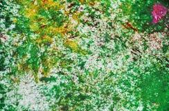 Grüne gelbe silberne rosa Stellen kontrastieren malenden Aquarellhintergrund, das Aquarellacryl, das abstrakten Hintergrund malt lizenzfreie stockfotografie