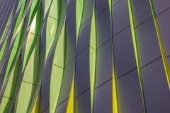 Grüne, gelbe und silberne Kurven des Universitätskrankenhauses in GR Stockfoto
