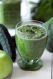 Grüne Gemüse Smoothies zugebereitet mit Blumenkohl Lizenzfreie Stockfotografie
