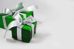 Grüne Geschenkbox stockbilder