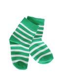 Grüne gestreifte Babysocken Stockbild