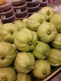 Grüne Guave im Markt Lizenzfreies Stockfoto