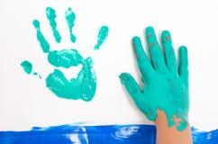 Grüne Hände von Kindern Lizenzfreie Stockfotografie
