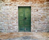 Grüne hölzerne Tür Stockbild