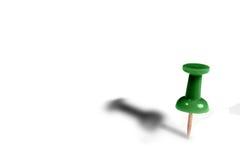 Grüne Heftzwecke mit Schatten Lizenzfreie Stockbilder