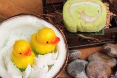 Grüne Kuchenrollen gefüllt mit Kokosnuss Lizenzfreies Stockfoto