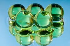 Grüne Kugeln im Wasser Lizenzfreies Stockfoto