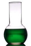 Grüne Laborretorte Stockfoto