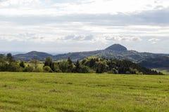 grüne Landschaft am Frühjahr an Süd-Deutschland-Landschaft Lizenzfreies Stockbild