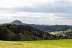 grüne Landschaft am Frühjahr an Süd-Deutschland-Landschaft Lizenzfreie Stockfotografie