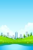 Grüne Landschaft mit Stadt und See Lizenzfreie Stockbilder