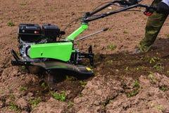 Grüne Landwirtmaschine Lizenzfreie Stockfotos