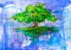Grüne mächtige Eiche, die im Himmel ansteigt Stockbilder