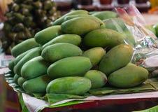 Grüne Mango im Thailand-Markt Lizenzfreies Stockfoto