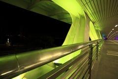 Grüne Nacht der Brücke Stockbild