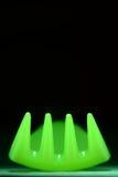 Grüne Neongabel auf schwarzer Zusammenfassung Lizenzfreies Stockbild