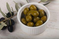 Grüne Oliven Lizenzfreie Stockbilder