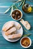 Grüne Oliven mit Honig Lizenzfreies Stockfoto