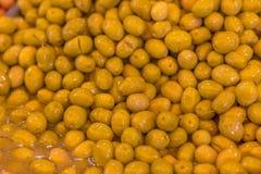 Grüne Oliven, Salzlösung Lizenzfreie Stockbilder