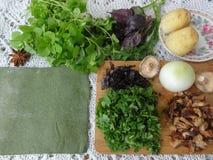 Grüne Pasteten, Teig gekocht von der Nessel Lizenzfreie Stockfotografie