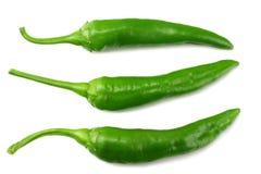 grüne Pfeffer des scharfen Paprikas lokalisiert auf Draufsicht des weißen Hintergrundes lizenzfreie stockfotos