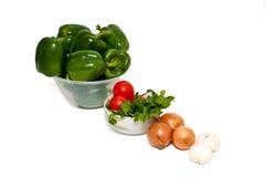 Grüne Pfeffer, Tomaten, Zwiebeln und Knoblauch Stockbilder