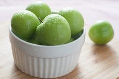 Grüne Pflaumen stockfoto