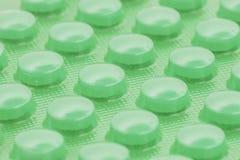 Grüne Pillen in der Blisterpackung Lizenzfreie Stockfotografie