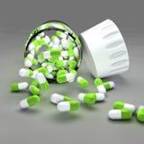 Grüne Pillen und Flasche Lizenzfreies Stockfoto