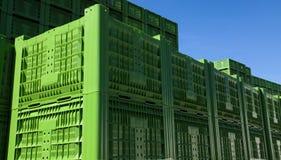 Grüne Plastikkisten 01 Stockfoto