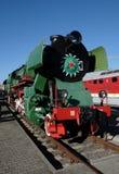 Grüne Retro- Dampflokomotive Stockfotografie
