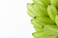 grüne rohe Eibananen oder Eibanane auf weißer Hintergrund dem gesunden Fruchtlebensmittel Pisang Mas Banana lokalisiert Stockbild