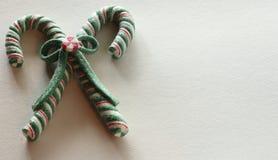 Grüne rote und weiße Zuckerstangen lizenzfreie stockfotos