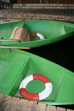 Grüne Rudersportboote Lizenzfreie Stockfotos