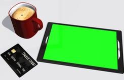 Grüne Schirmtablet-pc-Kreditkarte und -Tasse Kaffee Lizenzfreie Stockfotos