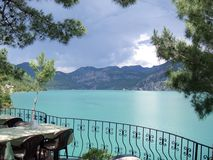 Grüne Seelandschaft in der Türkei Stockfotografie
