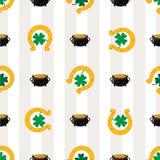 Grüne Shamrockblätter und -hufeisen Tageshintergrund Str Auch im corel abgehobenen Betrag Lizenzfreie Stockfotografie