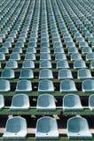 Grüne Sitze für Zuschauer im Stadion Lizenzfreie Stockbilder