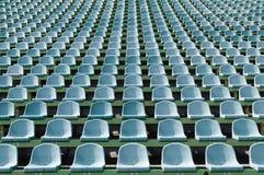 Grüne Sitze für Zuschauer im Stadion Lizenzfreies Stockfoto