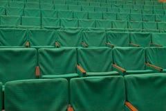 Grüne Sitze im Kino Stockbild